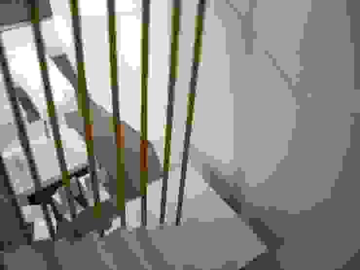 mae arquitectura Modern Corridor, Hallway and Staircase