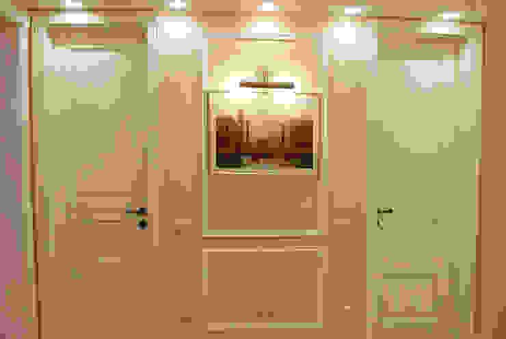 Фото прихожей Коридор, прихожая и лестница в классическом стиле от Дизайн студия Ольги Кондратовой Классический