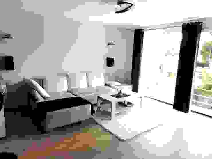 Dom w zabudowie szeregowej Nowoczesny salon od studio bonito Nowoczesny
