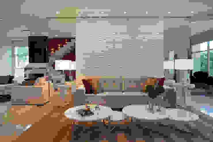 Depois por Designer de Interiores e Paisagista Iara Kílaris Moderno