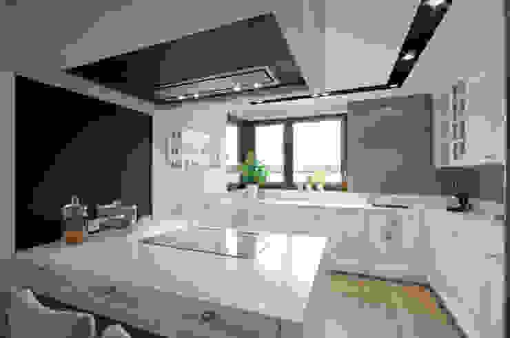 Cocinas de estilo moderno de 3deko Moderno