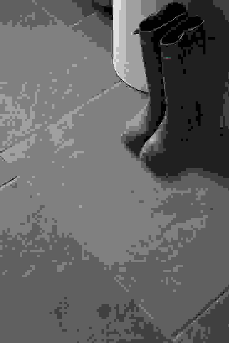 Berkeley Limestone in a seasoned finish from Artisans of Devizes. Artisans of Devizes Murs & Sols classiques Calcaire Noir