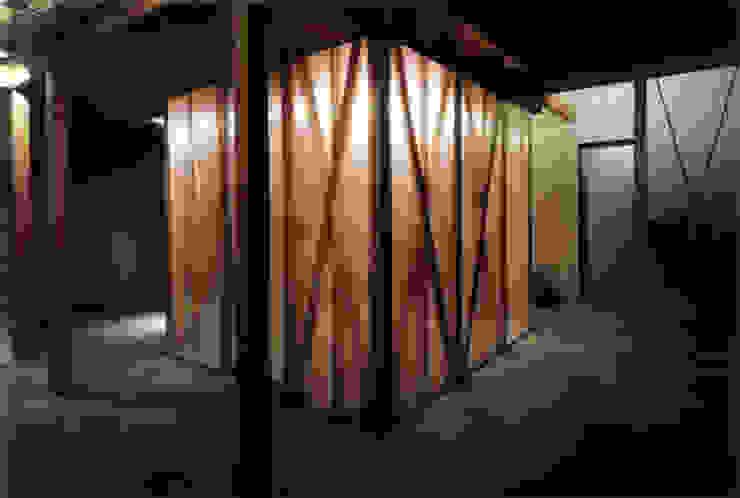 半透明のクロゼット モダンな 壁&床 の 豊田空間デザイン室 一級建築士事務所 モダン