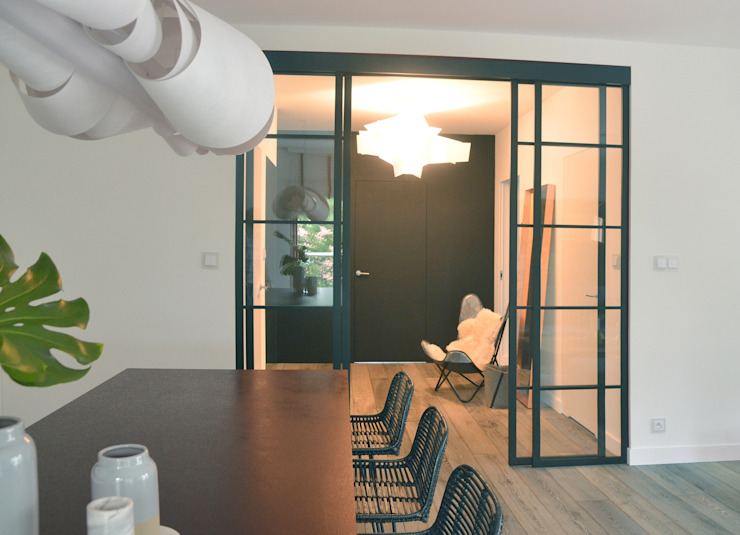 Minimalist dining room by MG Interior Studio Michał Głuszak Minimalist
