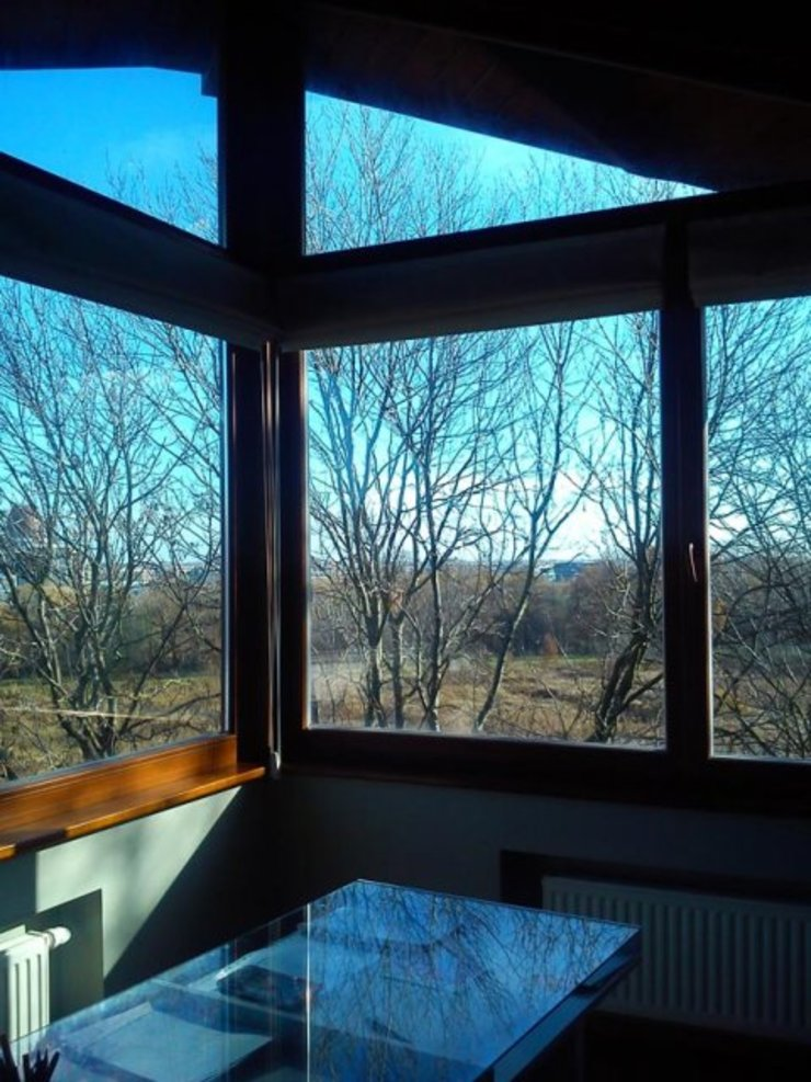 Dom w Wilanowie Nowoczesne okna i drzwi od atz-studio Nowoczesny