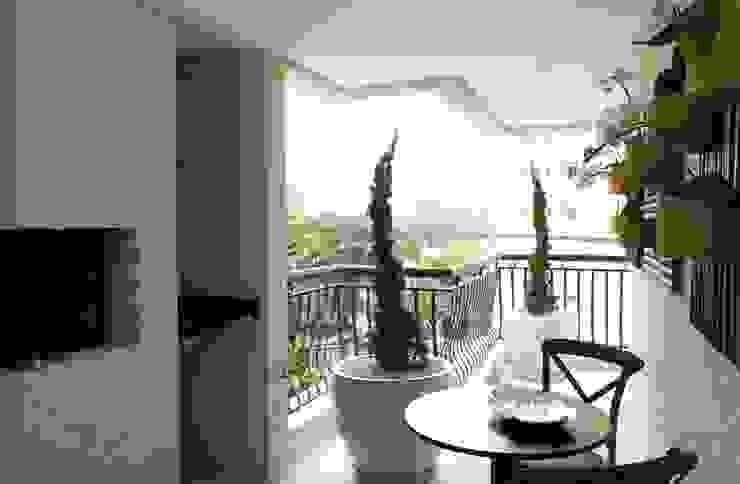 GRAN PARC VILA NOVA Varandas, alpendres e terraços clássicos por GUSTAVO GARCIA ARQUITETURA E DESIGN Clássico