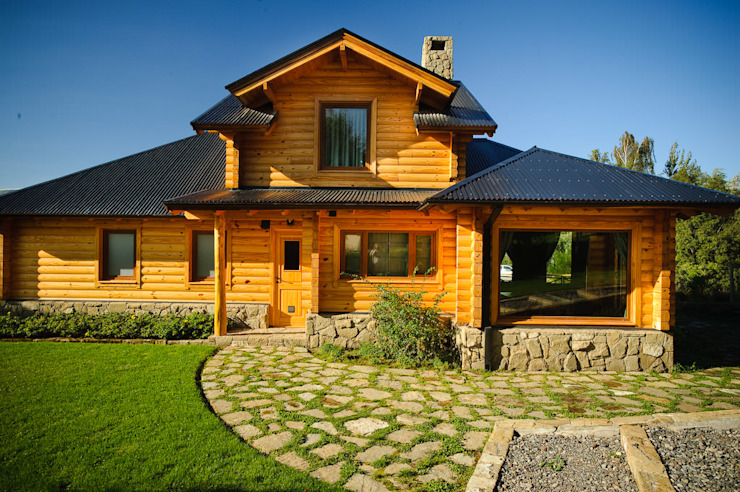 Patagonia Log Homes - Arquitectos - Neuquén 一戸建て住宅 木 ブラウン