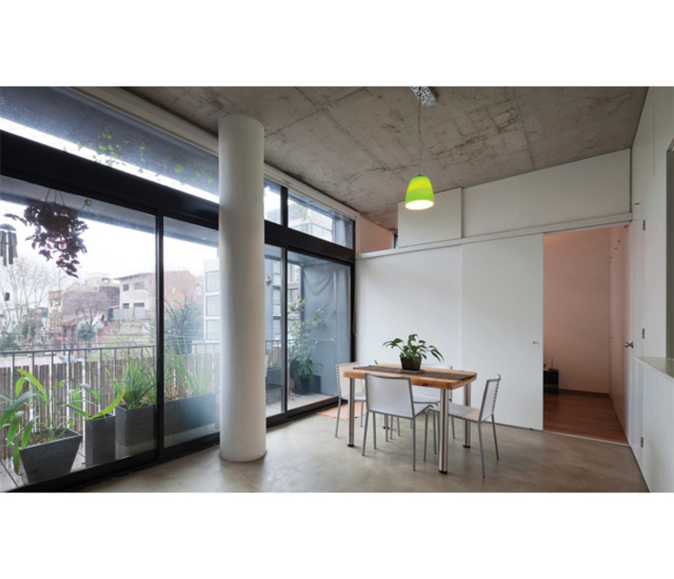 Modern dining room by IR arquitectura Modern Glass