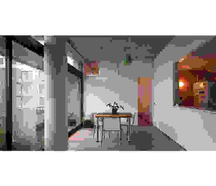 Modern living room by IR arquitectura Modern Limestone