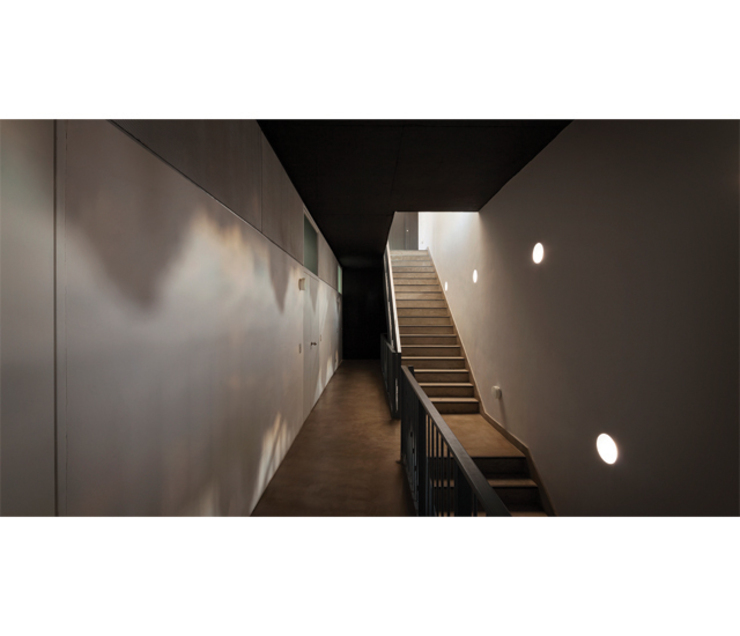 Modern Corridor, Hallway and Staircase by IR arquitectura Modern Wood Wood effect