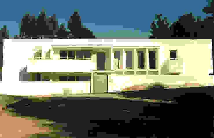 Alçado frontal da moradia por José Melo Ferreira, Arquitecto Moderno Betão
