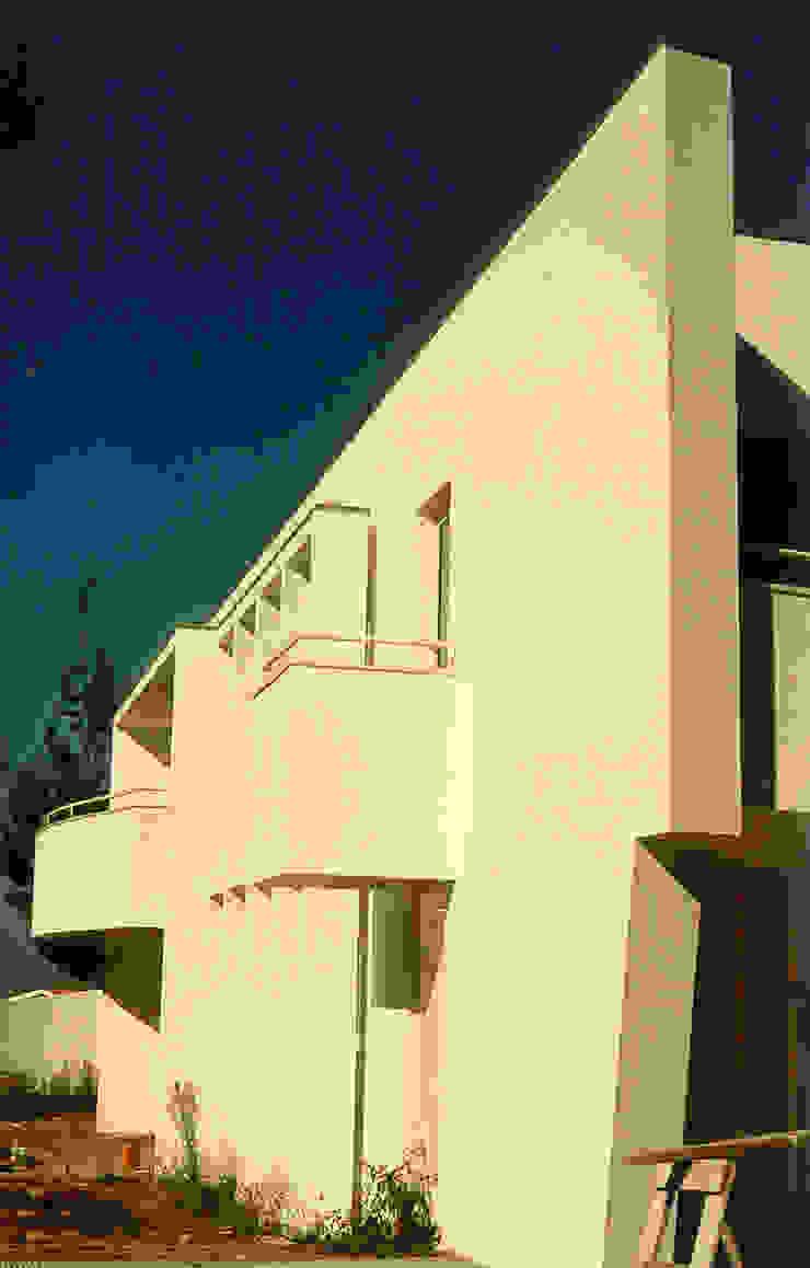 Vista do acesso à garagem Casas modernas por José Melo Ferreira, Arquitecto Moderno