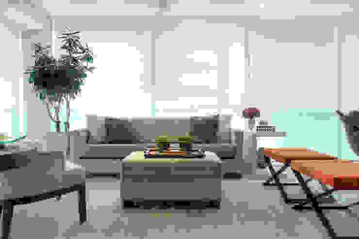 Apartamento em Moema Salas de estar modernas por Liliana Zenaro Interiores Moderno