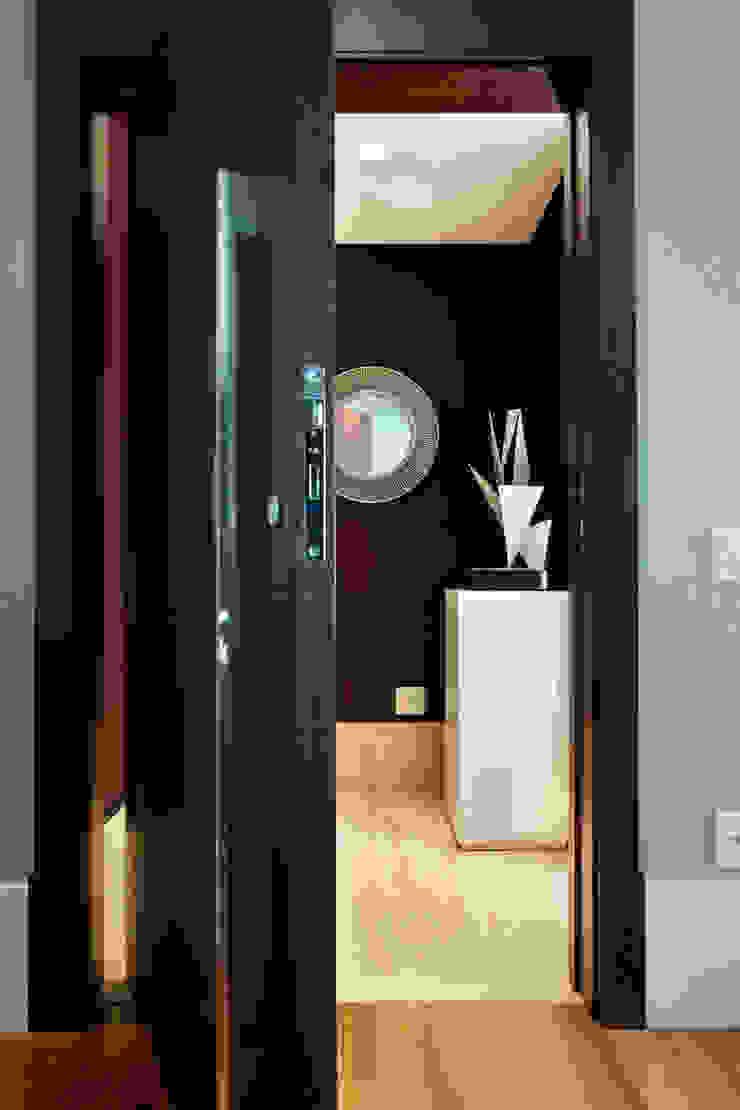 Liliana Zenaro Interiores Modern corridor, hallway & stairs