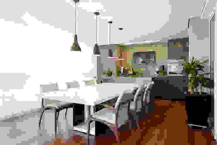 Apartamento no Alto da Lapa Salas de jantar modernas por Liliana Zenaro Interiores Moderno