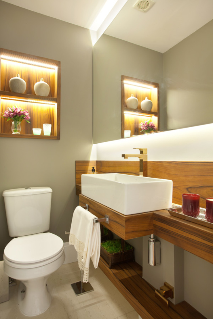 Modern Bathroom by Liliana Zenaro Interiores Modern