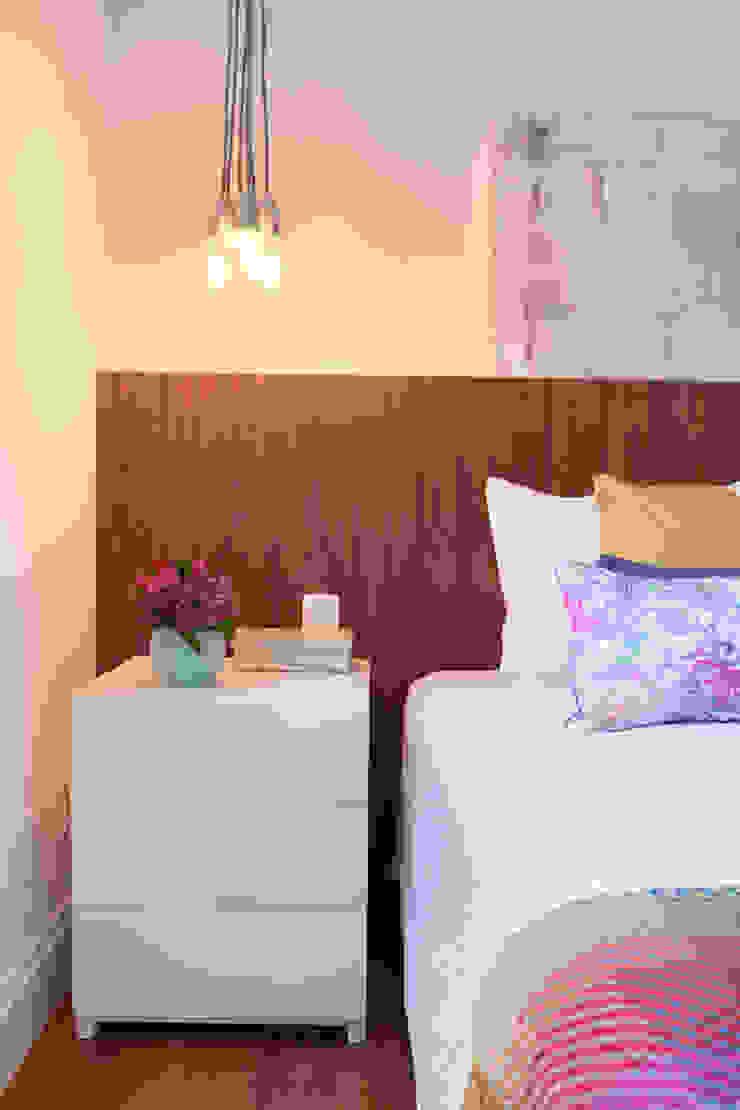Modern Bedroom by Liliana Zenaro Interiores Modern