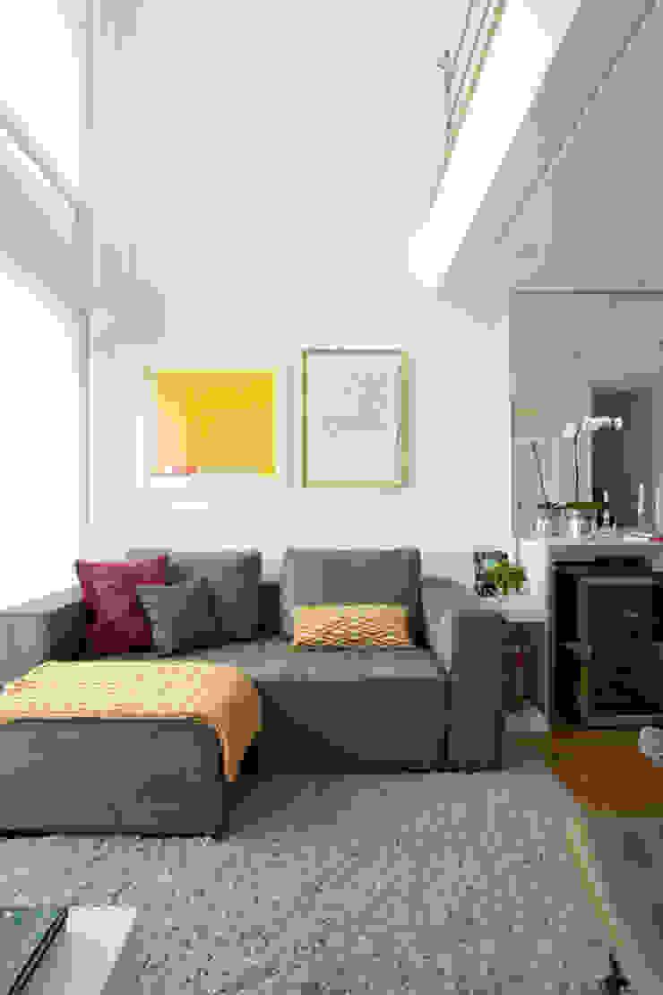 Modern living room by Liliana Zenaro Interiores Modern