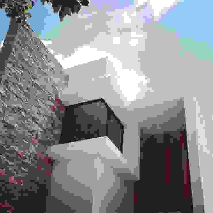 casa 79 Casas modernas de Hussein Garzon arquitectura Moderno Piedra
