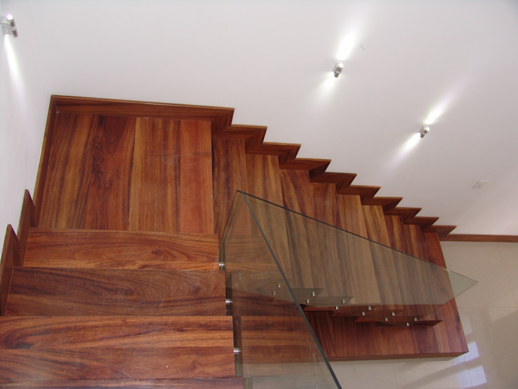 casa 79 Pasillos, vestíbulos y escaleras modernos de Hussein Garzon arquitectura Moderno Madera Acabado en madera