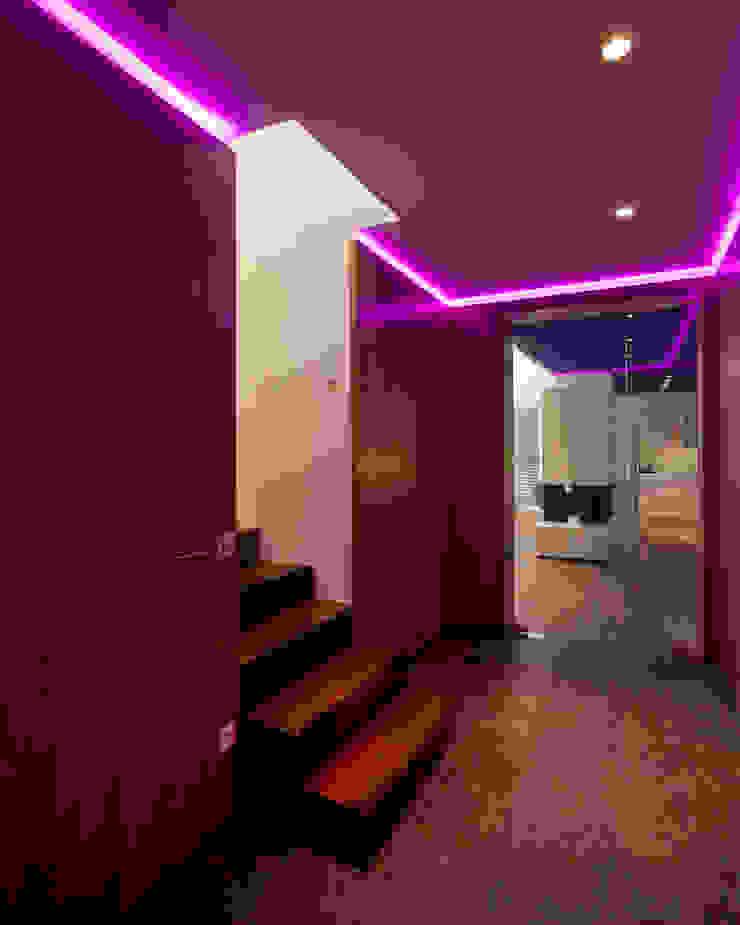 schröckenfuchs∞architektur Eclectic style corridor, hallway & stairs Iron/Steel