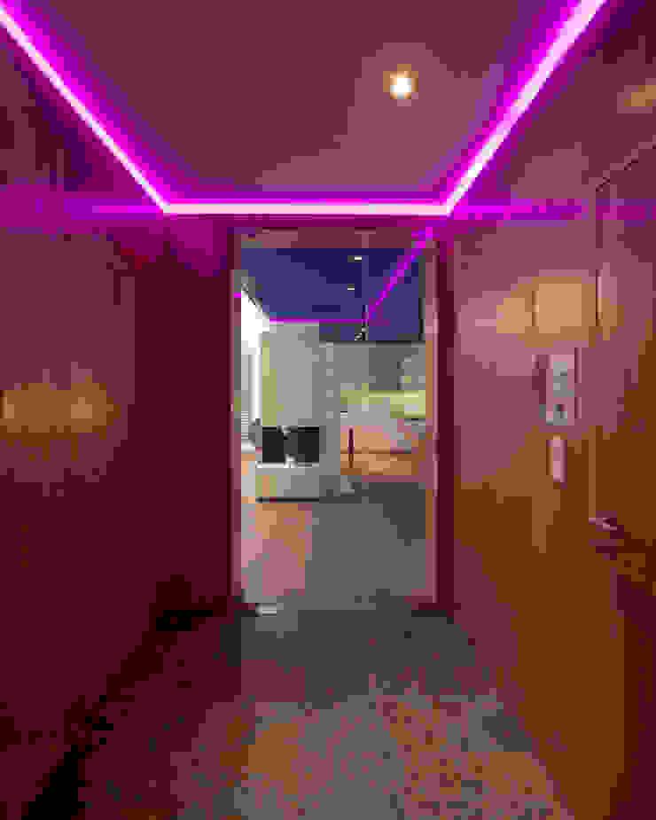 schröckenfuchs∞architektur Eclectic style corridor, hallway & stairs Solid Wood