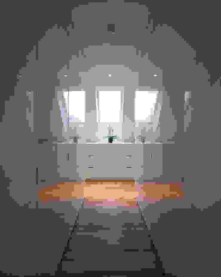 schröckenfuchs∞architektur Eclectic style dressing rooms MDF