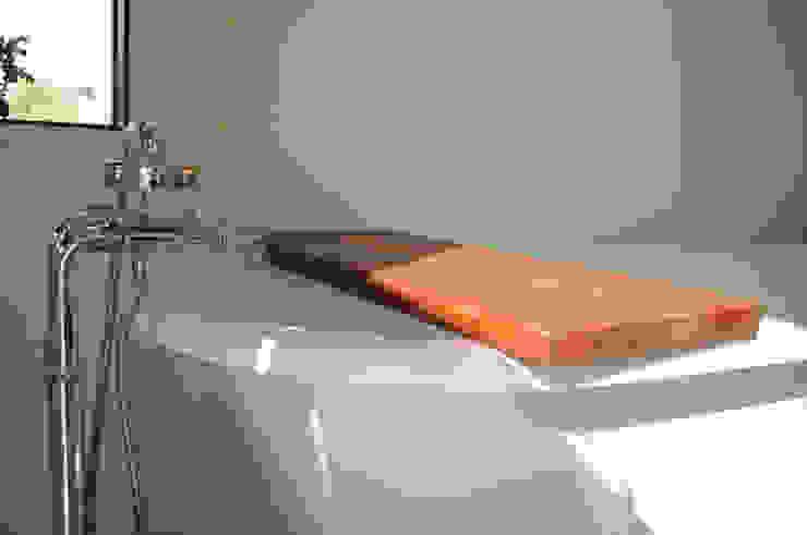 Bandeja para tina de baño:  de estilo industrial por Mediamadera, Industrial Madera Acabado en madera