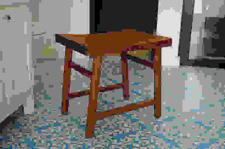 Banquillo:  de estilo industrial por Mediamadera, Industrial Madera Acabado en madera