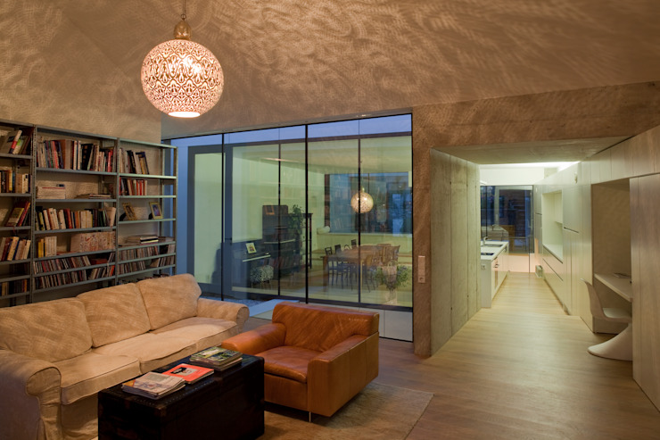 Modern living room by schröckenfuchs∞architektur Modern