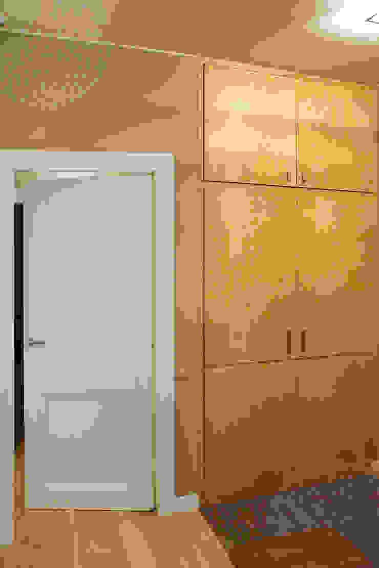 КВАРТИРА В ЕВРОПЕЙСКОМ СТИЛЕ Коридор, прихожая и лестница в классическом стиле от Lesomodul Классический
