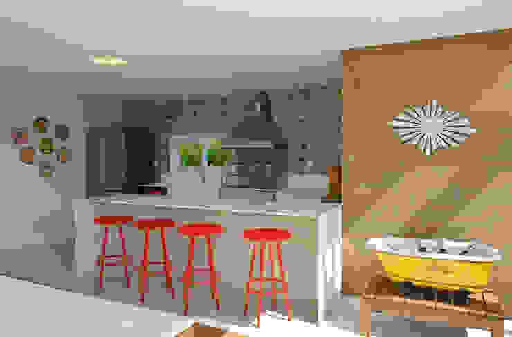 بلكونة أو شرفة تنفيذ Pinheiro Martinez Arquitetura , حداثي خشب Wood effect