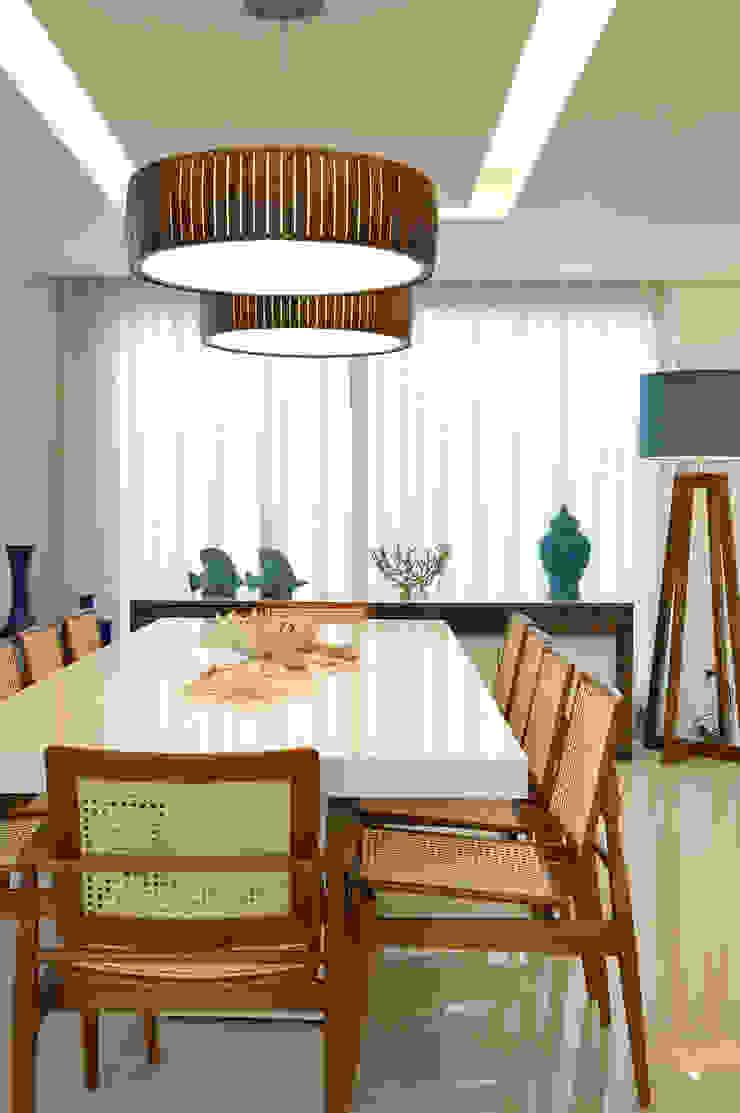 Pinheiro Martinez Arquitetura 餐廳 木頭 White