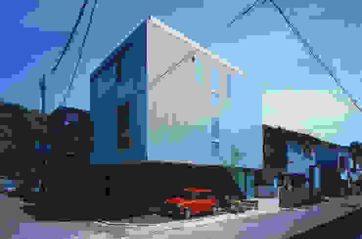 Modern houses by 原 空間工作所 HARA Urban Space Factory Modern Aluminium/Zinc