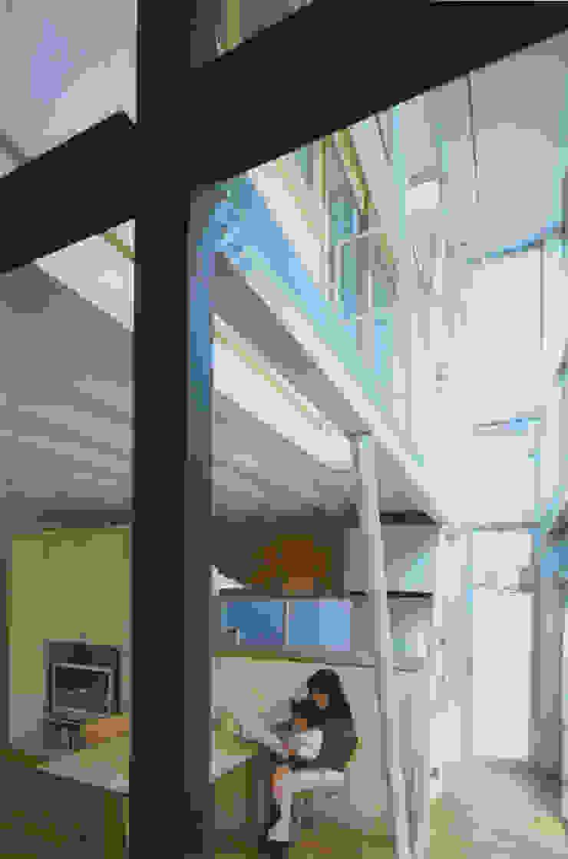 リビング・ダイニング モダンデザインの リビング の 原 空間工作所 HARA Urban Space Factory モダン 鉄/鋼