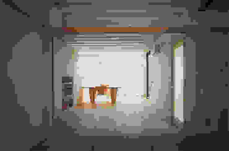 和室~リビング~ダイニング モダンな 壁&床 の 原 空間工作所 HARA Urban Space Factory モダン 木 木目調
