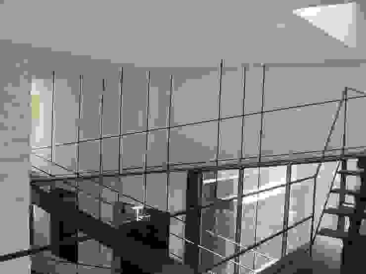 K seminar house モダンデザインの 多目的室 の suz-sas モダン 鉄/鋼