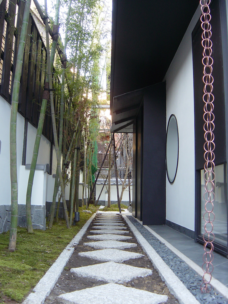 K seminar house クラシカルな 庭 の suz-sas クラシック 石