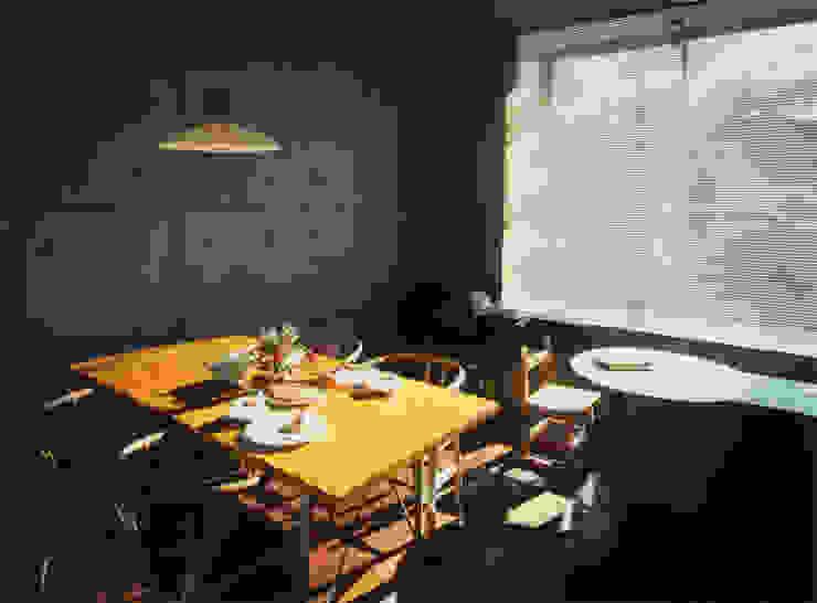 リビングルーム モダンデザインの リビング の 原 空間工作所 HARA Urban Space Factory モダン