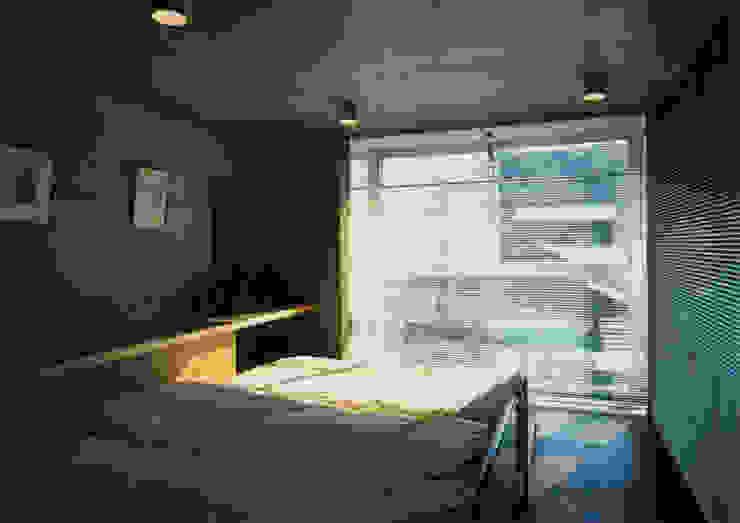 寝室 モダンスタイルの寝室 の 原 空間工作所 HARA Urban Space Factory モダン