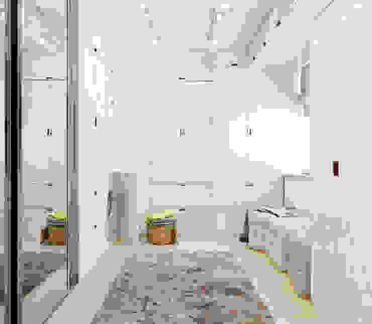 Minimalist dressing room by Студия архитектуры и дизайна ДИАЛ Minimalist