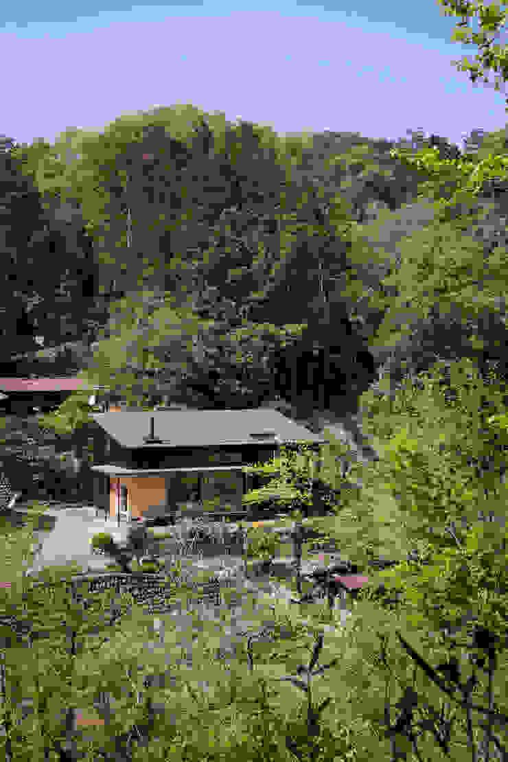 敷地周辺環境 モダンな 家 の HAN環境・建築設計事務所 モダン 木 木目調