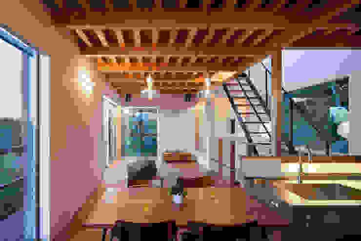 Modern dining room by HAN環境・建築設計事務所 Modern Wood Wood effect