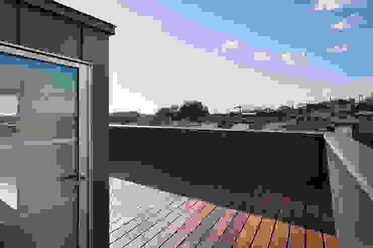 屋上テラス モダンデザインの テラス の HAN環境・建築設計事務所 モダン 木 木目調