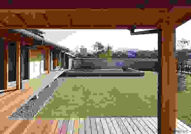 縁側~庭 (株)ハウスインフォ アジア風 庭