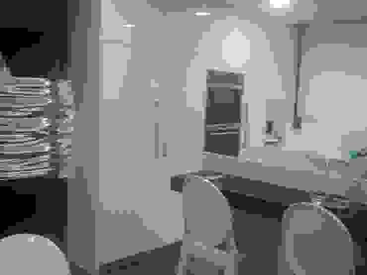 Modern kitchen by TG KITCHENAMBIENT Modern MDF
