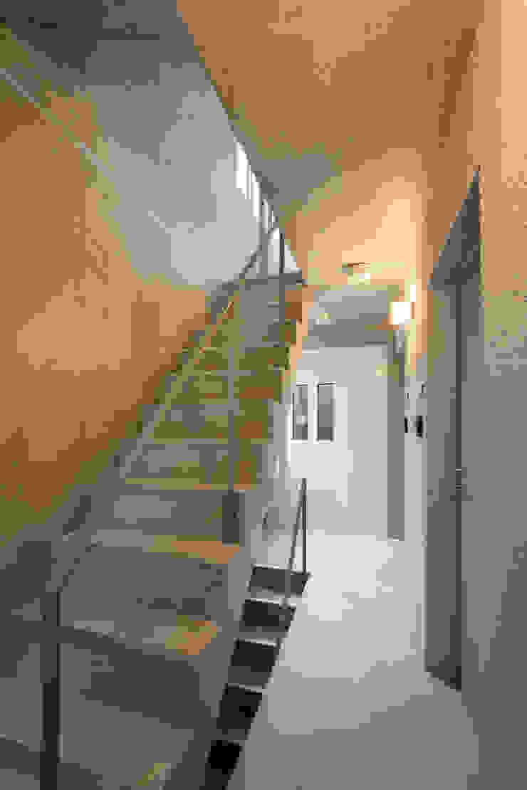 住戸階段 モダンスタイルの 玄関&廊下&階段 の HAN環境・建築設計事務所 モダン