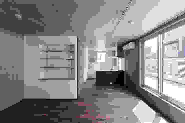最上階住戸リビングルーム モダンデザインの リビング の HAN環境・建築設計事務所 モダン