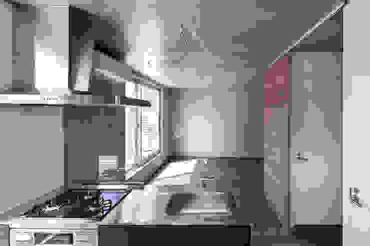 最上階住戸キッチン モダンな キッチン の HAN環境・建築設計事務所 モダン