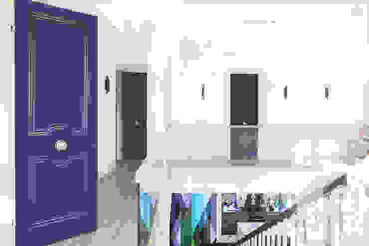 Двери эксклюзив – есть чем удивить Балкон и веранда в стиле лофт от Lesomodul Лофт